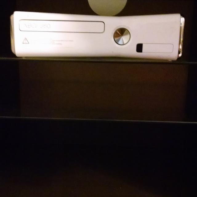 Xbox 360 slim 90$
