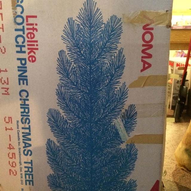 noma lifelike scotch pine christmas tree 7ft 1000 quick pickup want gone by friday