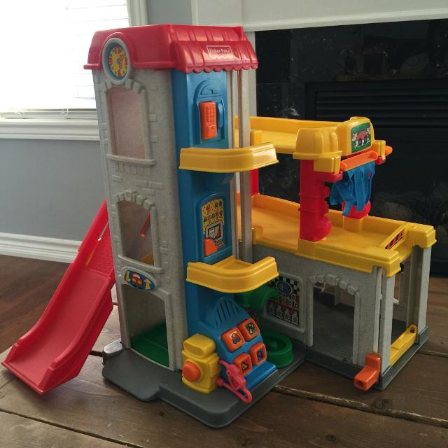 find more fisher price little people car wash parking garage elevator gas station play house. Black Bedroom Furniture Sets. Home Design Ideas