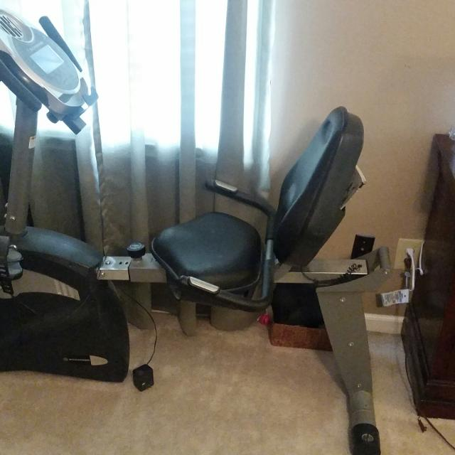 Schwinn 213 recumbent exercise bike LIKE NEW, IN PERFECT CONDITION  (Sells  for $599 99 new)