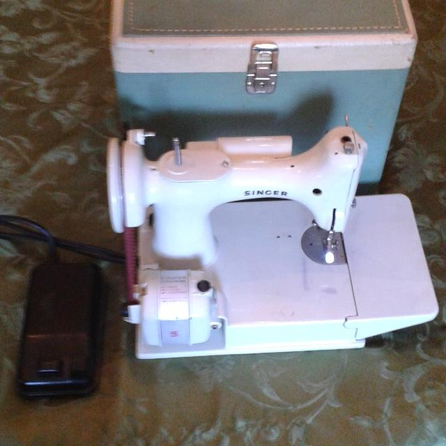 Best Singer Sewing Machine Featherweight 221k White With White And Green  Case. for sale in Grapevine 4d58499218ac