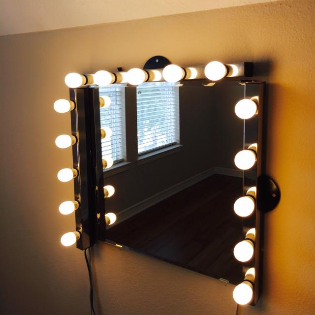 Hollywood vanity mirror with lights. Find more Hollywood Vanity Mirror With Lights for sale at up to 90