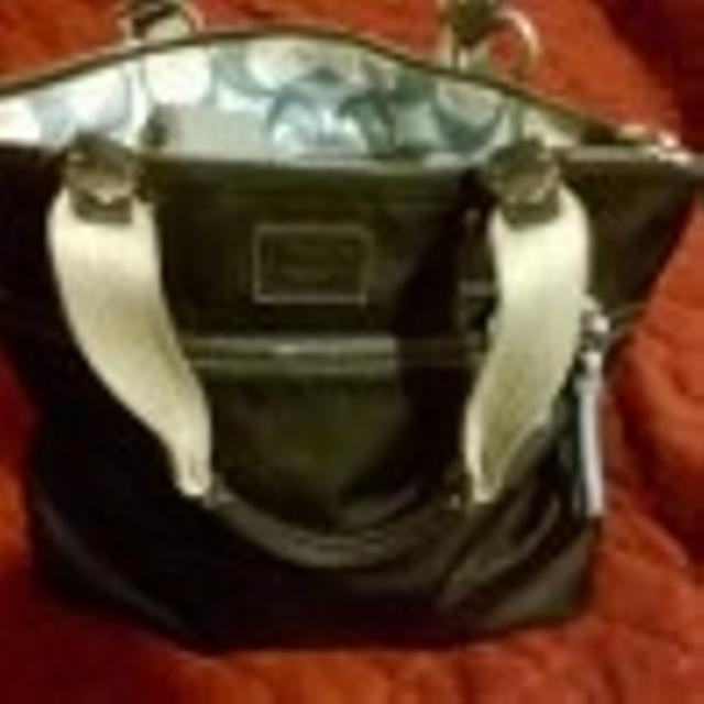 debf0852d5fcc Best Authentic Coach Handbag And A Guess Handbag 45 For The Coach Asking  ... And Asking 2 The Coach Bag Is Slightly Used Ireally Good 817-22 8705  for sale ...