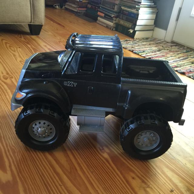 Tonka large plastic truck with working tailgate
