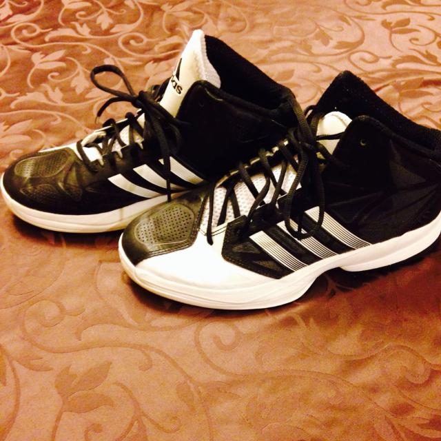 ea97978cb3b Find more Adidas Men s Size 7.5. Euc. Basketball Shoes. Look Brand ...