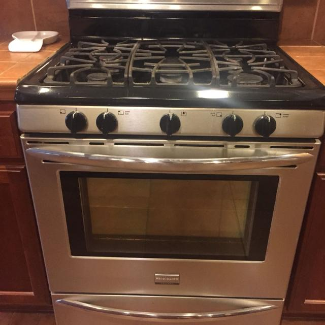Frigidaire Gallery Edition Smudge Proof Stainless Steel 30 Gas Oven Stove 450 Obo