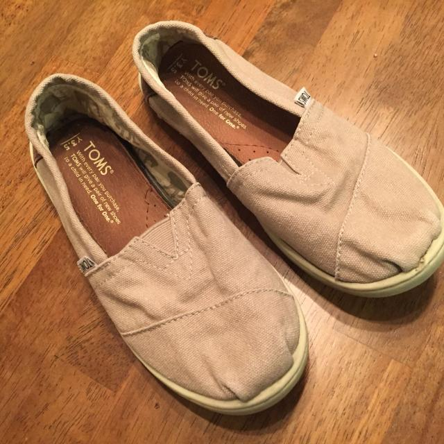 3bf16cf425c Find more Adorable Tan Toms Shoes. So Comfy. Freshly Washed. Girls ...
