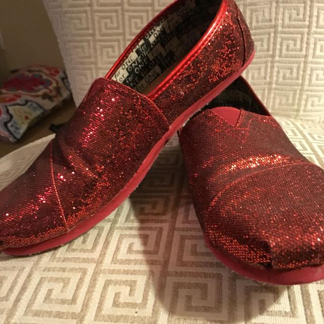 0513bc90746 Best Glitter Red Toms. Size Says Youth 6