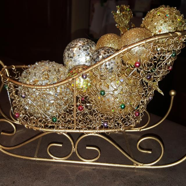 beautiful gold metal and wire christmas sleigh about 12 inches long and 7 inches tall