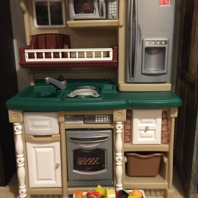 Little Tikes Step 2 Kitchen With Basket Of Food