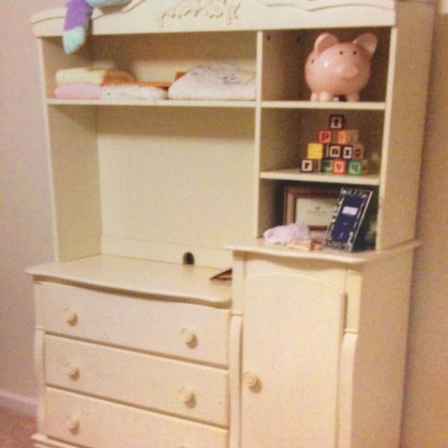 Reduced P J Kids Dresser Changing Table With Removable Hutch