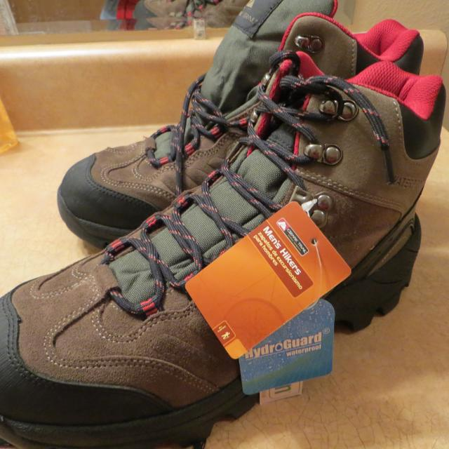 c8bad82ee80 NWT Ozark Trail Hiking Boots Size 10.5 Putty Colored Giftable