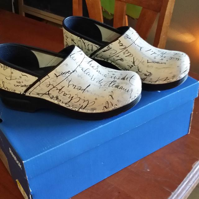 New size 38 Dansko French Script limited edition clogs