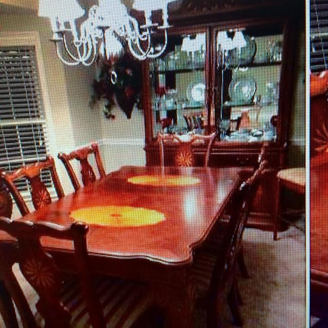 Includes 6 Armless Chairs And 2 With Arms Table Extends To Sit 10 Beautiful Inlay Wood Throughout For Sale In Atlanta Georgia 2019