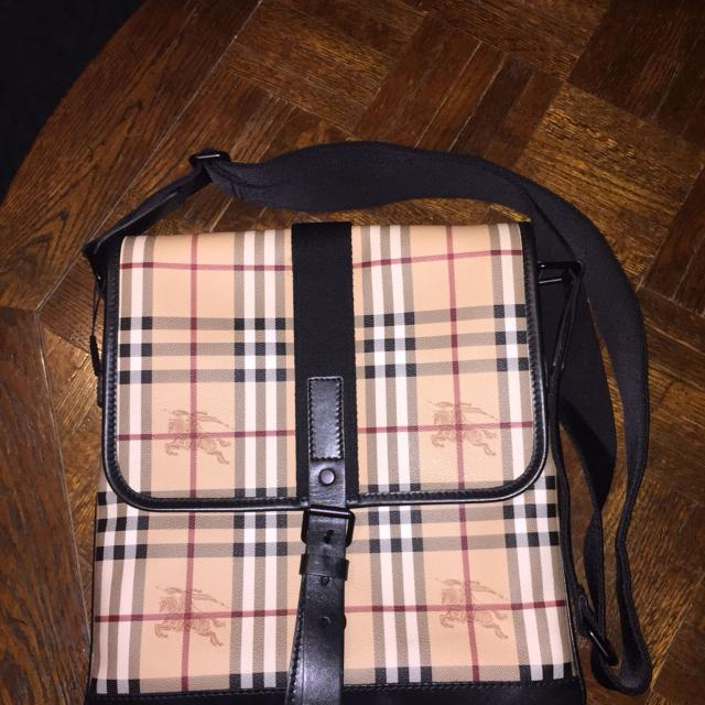 Find more Authentic Burberry Messenger Bag - Nwt for sale at up to ... d7b8097f02909