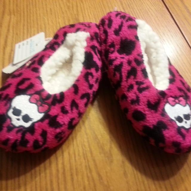 ce45c3e40b6 Find more Monster High Fuzzy Babba Slippers Size S-m Shoes Size 8-13 ...