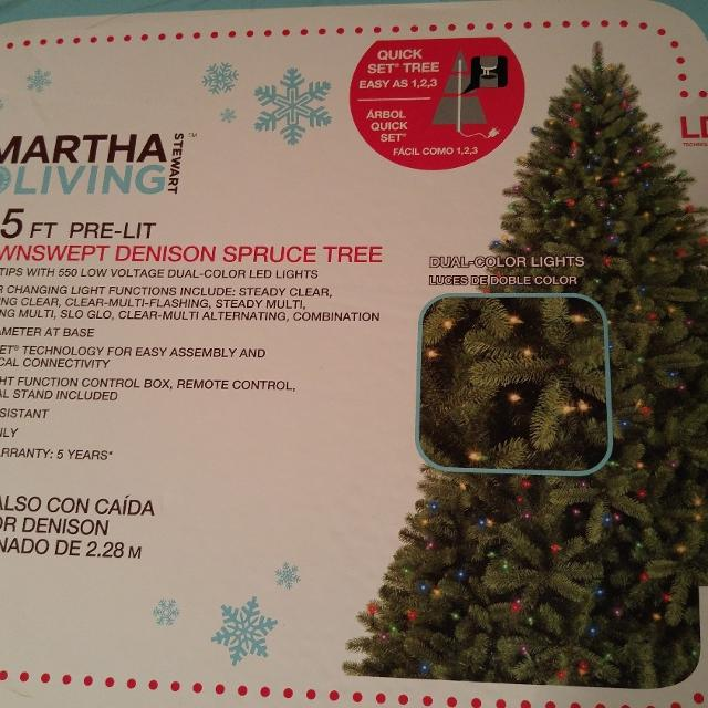 Reduced 7 5 Pre Lit Christmas Tree Brand New In Unopened Box