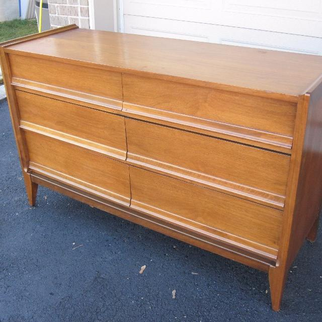 Mid Century 6 Drawer Dresser Made By Knechtel Furniture Reduced Price For Fast