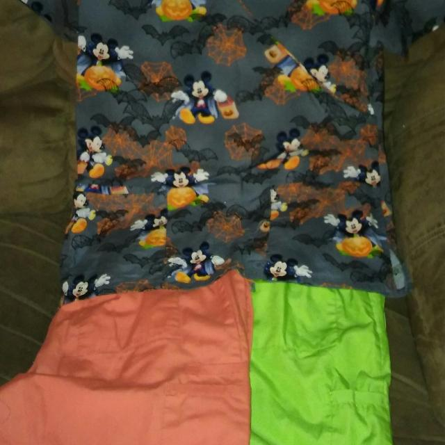 scrubs halloween disney top like new never worn size small 15