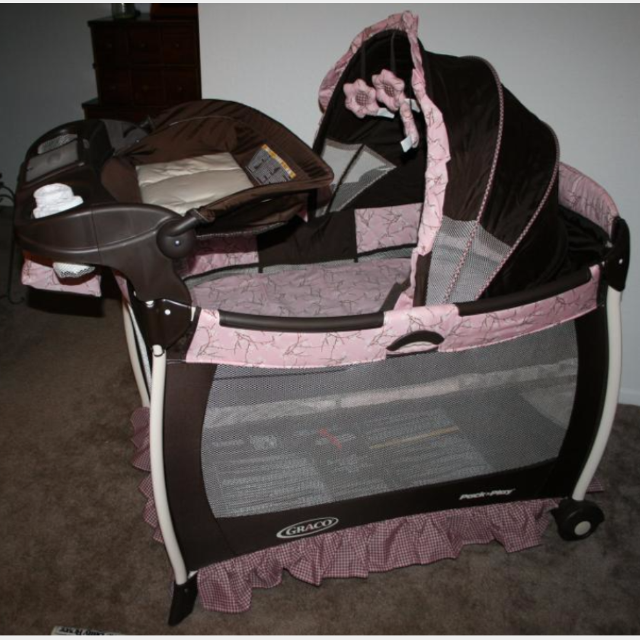 bc12e5375b1dd Find more Gently Used normal Wear - Graco Pack  n Play Portable ...