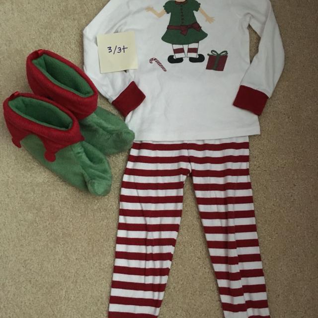 gymboree elf christmas pajamas and elf slippers - Elf Christmas Pajamas