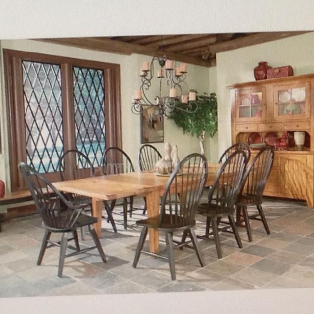Best Dining Room Set Similar To Broyhill Attic Heirlooms Table 6 Chairs And Hutch For Sale In Boyertown Pennsylvania For 2021