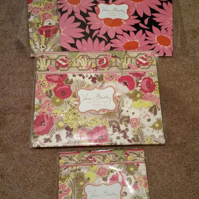 450b0cf359 Find more    reduced To  12   nwt - Vera Bradley Gift Bags. Includes ...