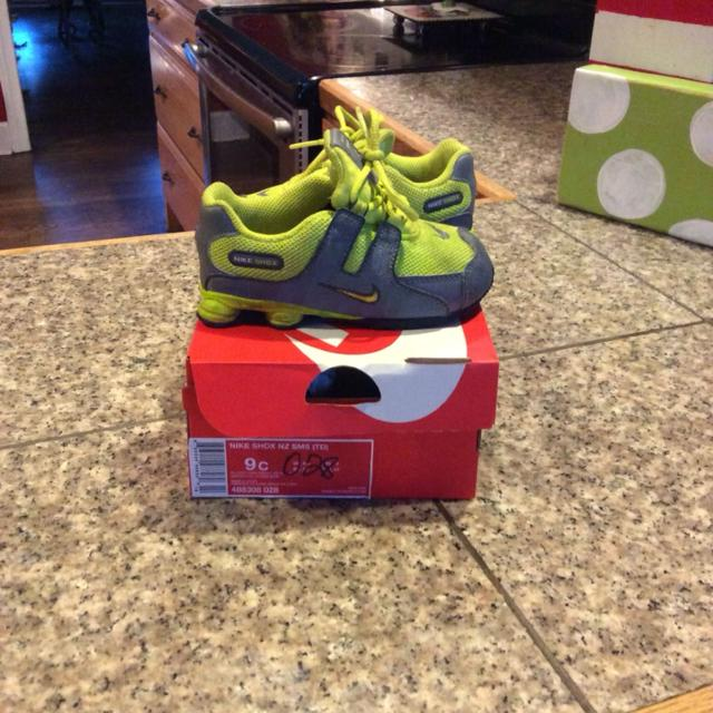Find more Very Nice Boys Toddler Nike Shox Size 9 Shoes  25 Still ... 348204605