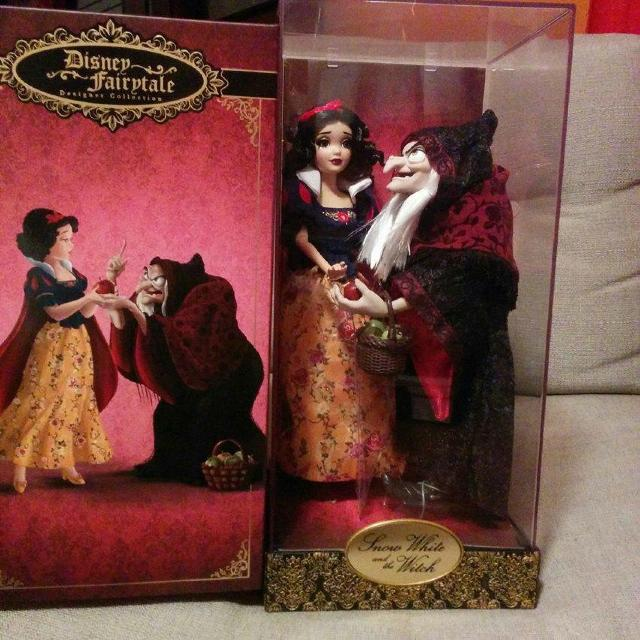 9088304566200 Snow White and Evil Queen from the Disney Fairytale Hero vs Villain Limited  Edition Collection
