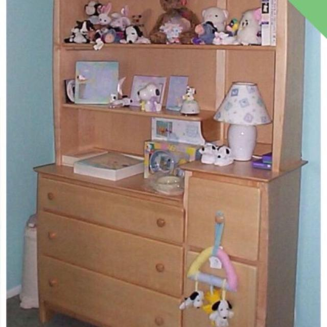 Light Oak Dresser Changing Table With Removable Hutch