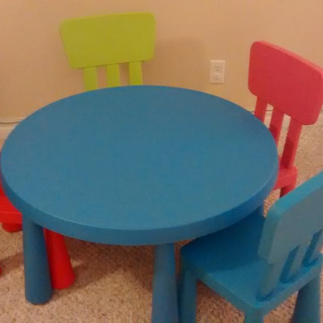 Find more ikea kids table and chairs for sale at up to 90 for Table 6 personnes ikea