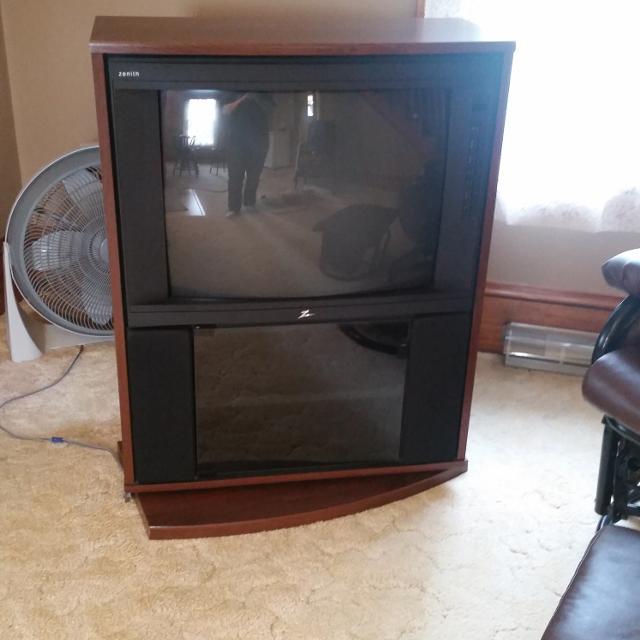 Best zenith floor model tv on swivel stand for sale in for Floor model tv
