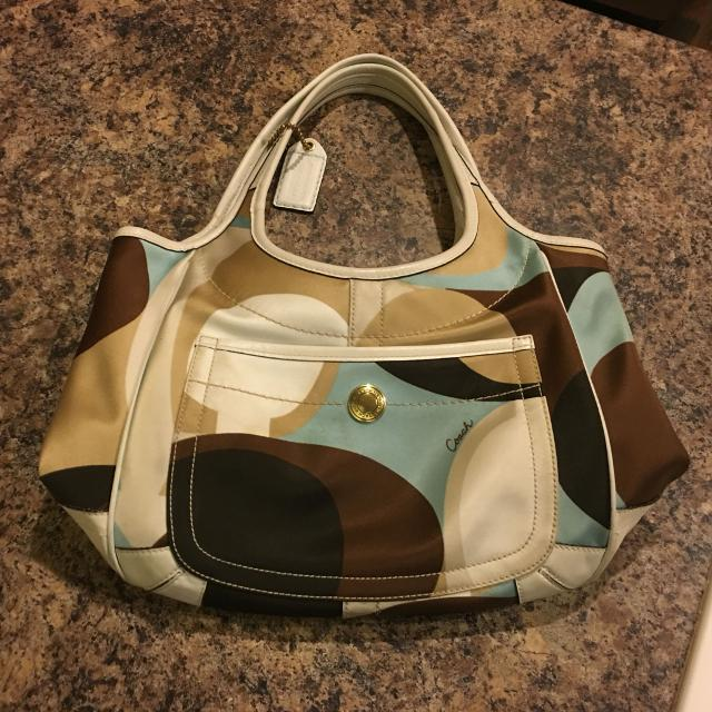 COACH purse  Good condition  Some snagging on backside, hardly noticeable   Meets at HC or Walmart on Creighton