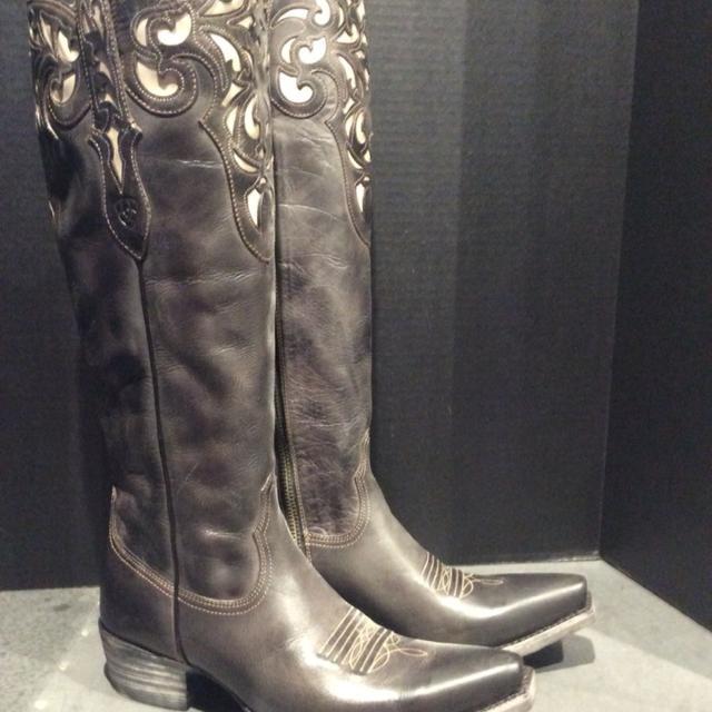 Find More Women S Girls Cowboy Boots Size 8 Ariat Hacienda