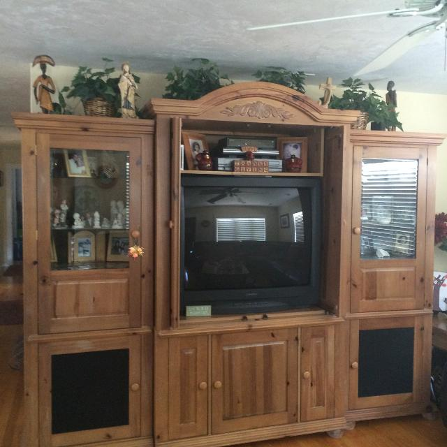 Broyhill entertainment center for living room or bedroom with matching  coffe table and two side tables