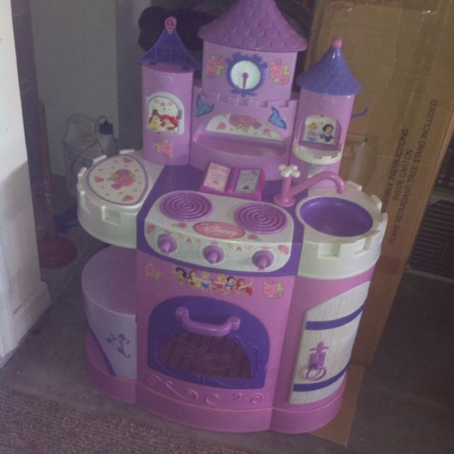 Disney princess small play kitchen, needs to be cleaned up.