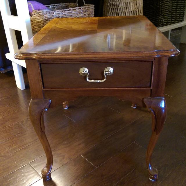 Thomasville End Table Mahogany Colllection