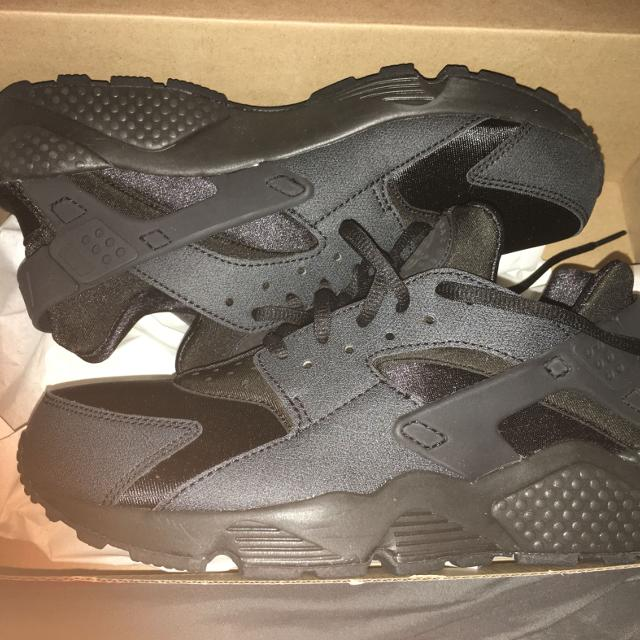 aa99293f9069 Find more Women s (size 9) All Black Huaraches. Never Worn