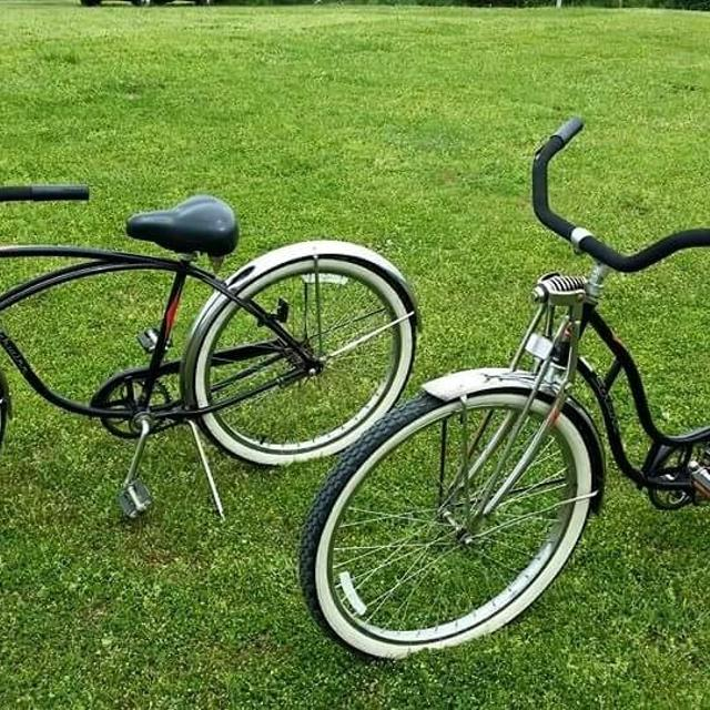 Vintage Schwinn Cruiser his and hers bicycles