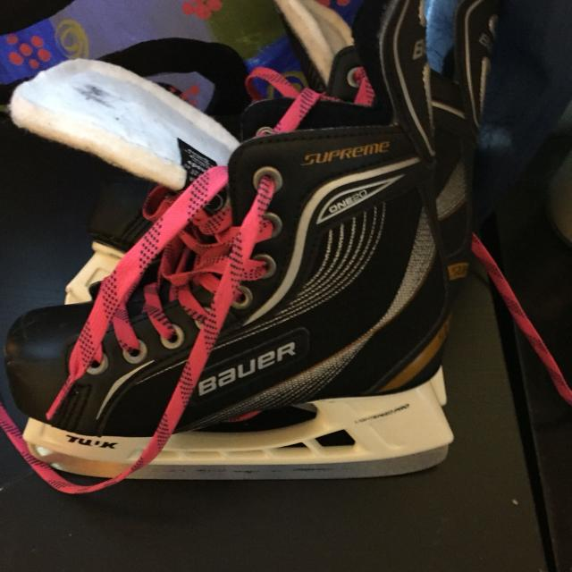Used Hockey Skates >> Size 1 Bauer Hockey Skates Hardly Used Has Pink Laces But Those Are An Easy Change