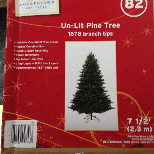 BNIB 7.5 ft Unlit Christmas tree. Retailed at Canadian Tire for 299.00.  Never used - Best Bnib 7.5 Ft Unlit Christmas Tree. Retailed At Canadian Tire For