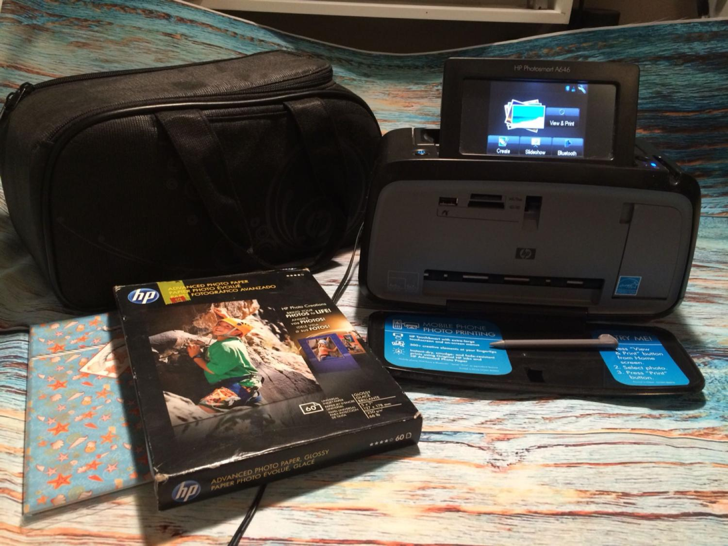 HP PhotoSmart A646 Photo Printer with Lot of Photo Paper