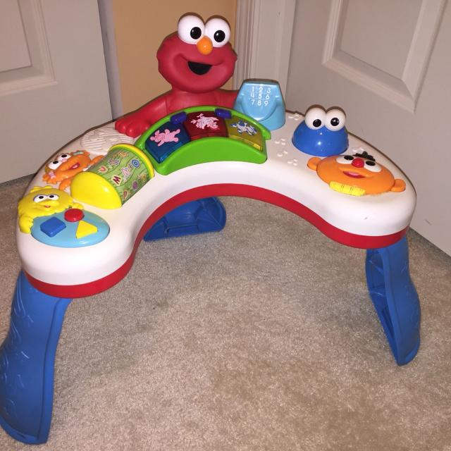 Elmo Stand And Play Table