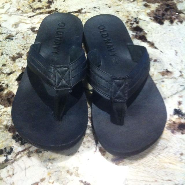 bd819a4aa4a3f5 Men s flip flops with leather strap from Old Navy. Barely worn. EUC. These