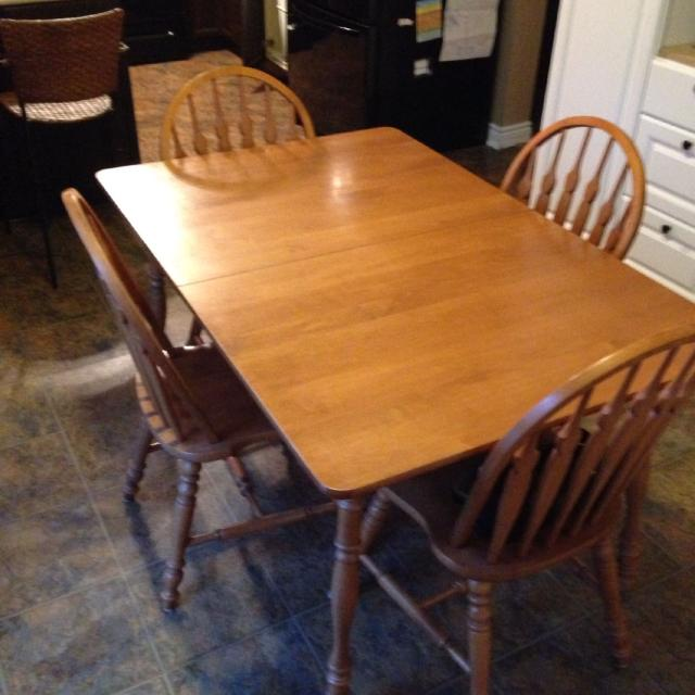Solid Maple Dinette Made By Roxton Furniture