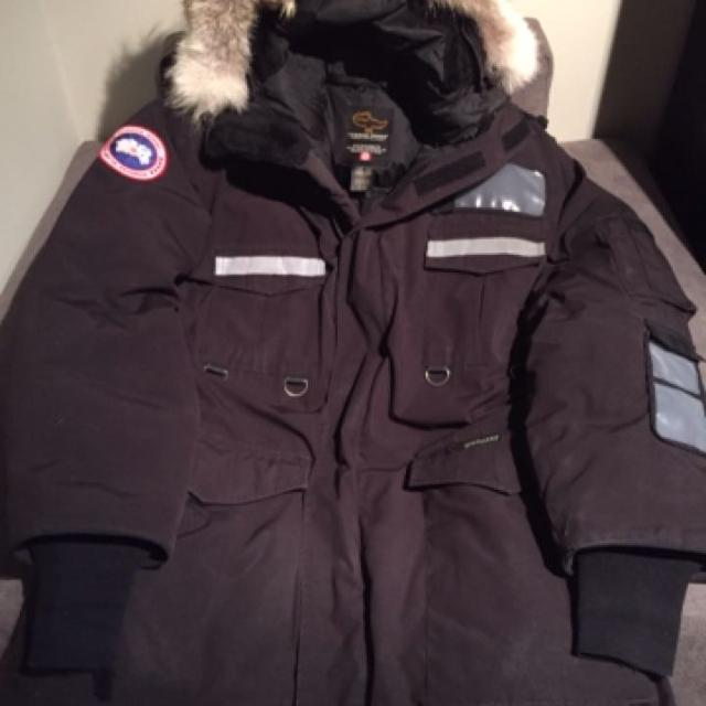 bb8048e87e8d Find more Canada Goose Resolute Parka Men s Xl for sale at up to 90% off