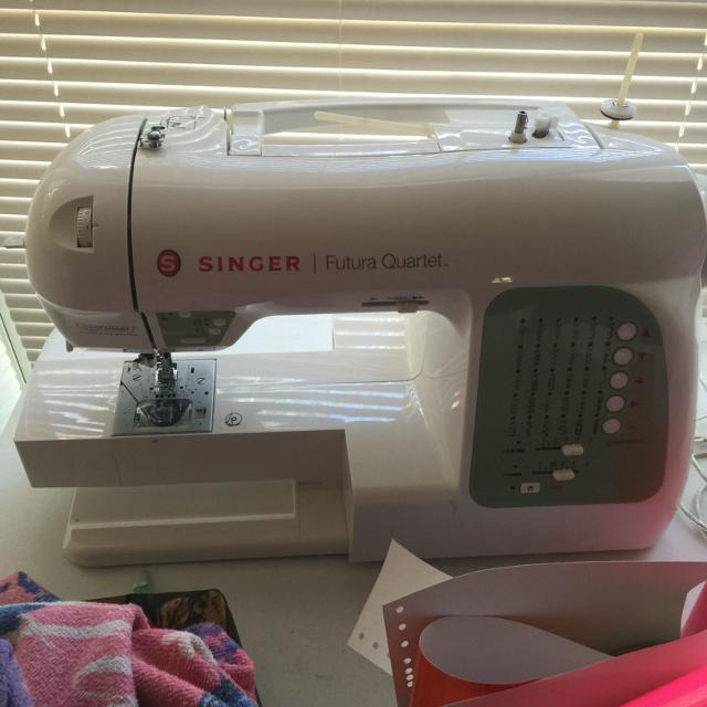 Singer Futura Quartet secq-6000  4 in 1 Embroidery/sewing/quilting/serging