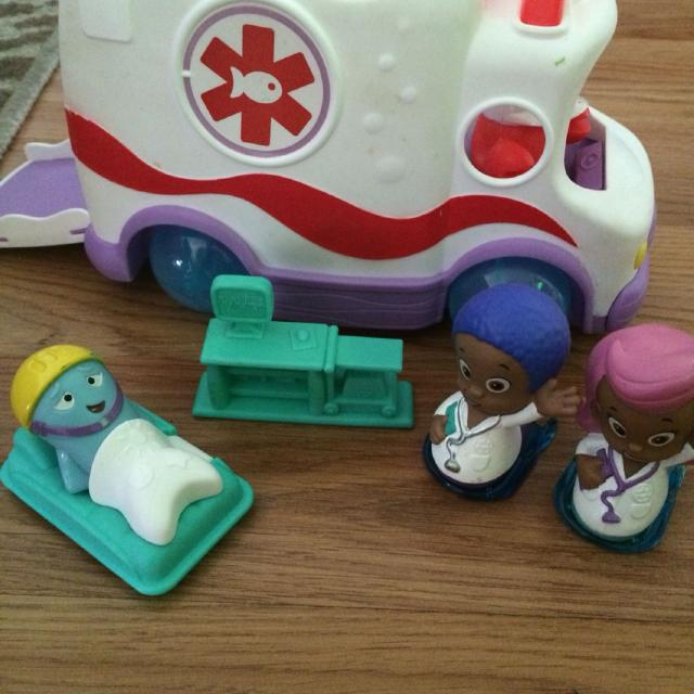 Bubble guppies ambulance, patient, dr prop and dr Molly and Doctor Goby