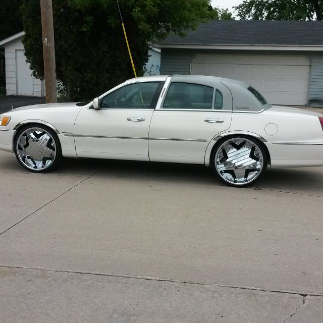 Best 98 Lincoln Town Car 2500 W Out Rims 2tvs Rockford Fosgate