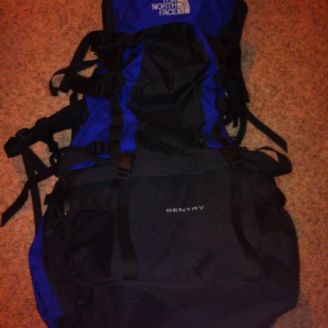 b3e9958d6 The North Face Sentry Hiking Backpack (Like New)
